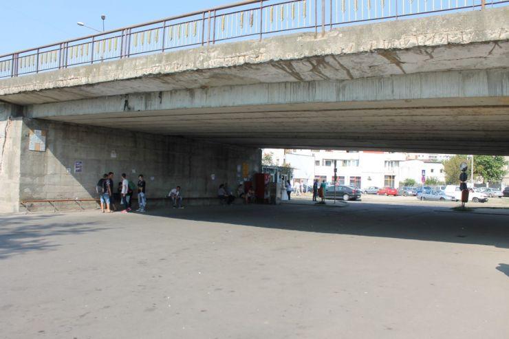 Parcarea amenajată sub Podul Decebal se închide parțial