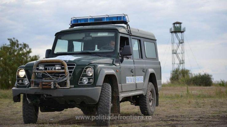 Doi nigerieni prinși în timp ce intenționau să treacă ilegal frontiera din România în Ungaria