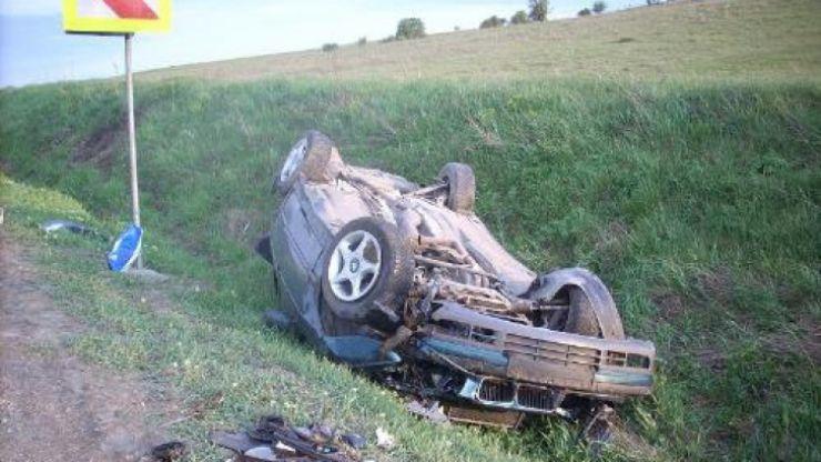 Un tășnădean s-a răsturnat cu mașina în șanț, după ce a lovit o căprioară