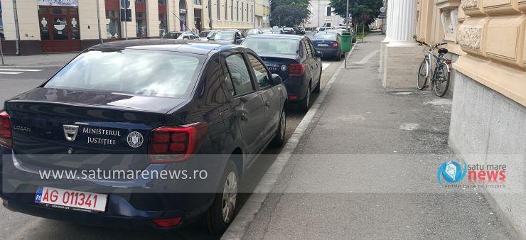 FOTO Tribunalul Satu Mare, dotat cu două autoturisme noi