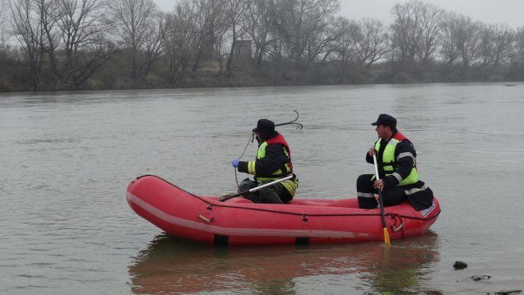 Pescarul dispărut în râul Someş a fost găsit de pompieri