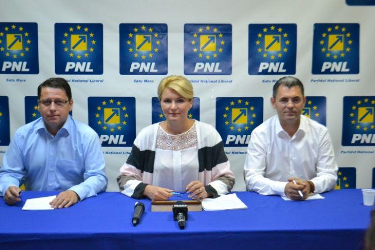 """Andreea Paul: """"Dacă Ponta a umplut stadionul Arena București cu militanții PSD, eu pot umple stadionul Arena Cluj cu tinerii care au un loc de muncă în urma programului SRL-D"""""""