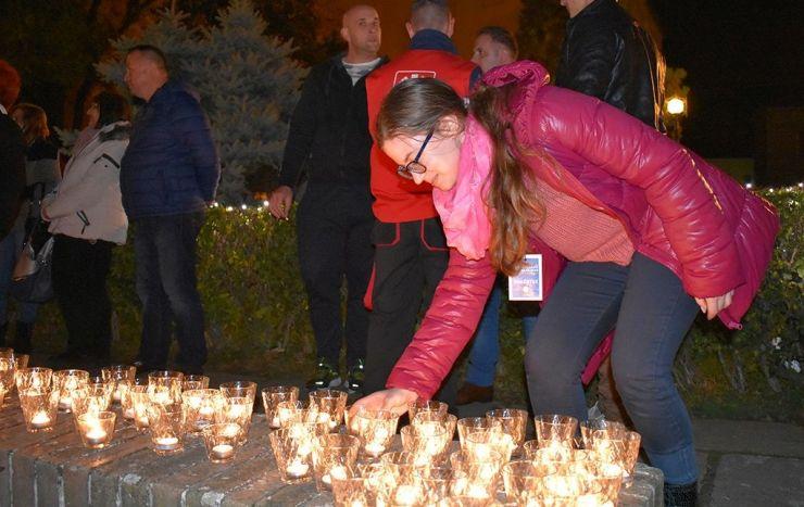 Un milion de stele: Sătmărenii sunt invitaţi să aprindă lumânări la Turnul Pompierilor