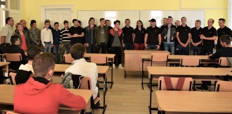 Voluntarii Draxlmaier au renovat o sală de clasă de la o școală din Satu Mare