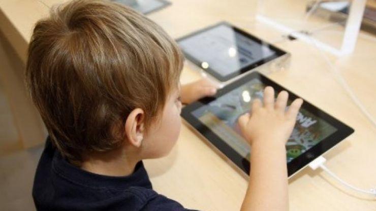 S-a dat startul pentru finanțarea tabletelor pentru elevi și studenți