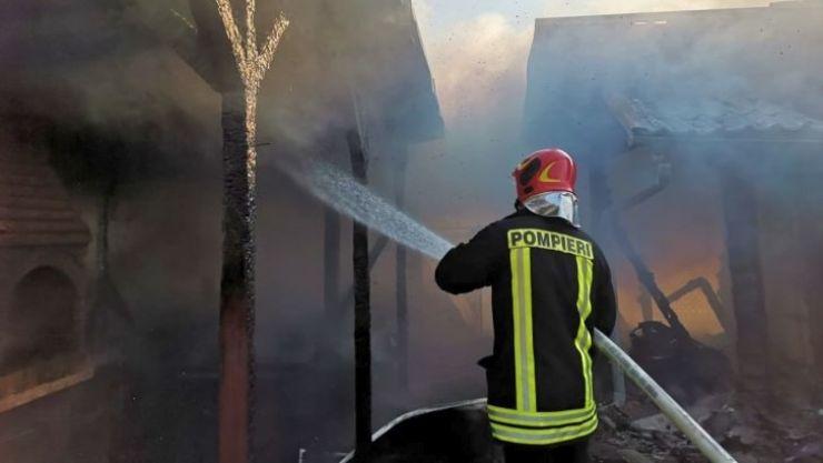 Incendiu la o casă de vacanță din Cionchești