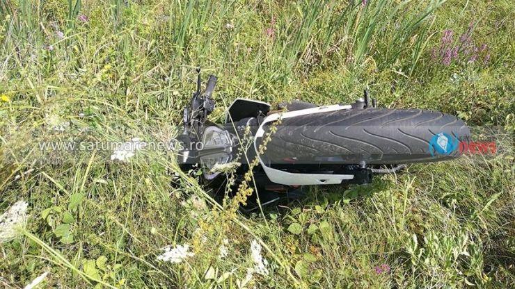 Un motociclist șicanat în trafic a ajuns într-un șanț (foto)