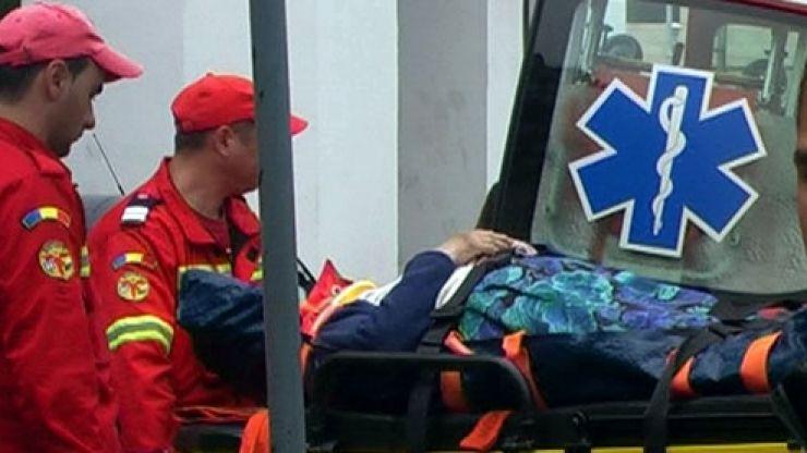 Bătrână lovită de o mașină. Femeia a fost transportată la spital