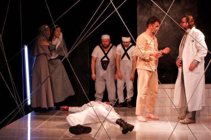 Secția română a Teatrului de Nord joacă nouă spectacole în această săptămână