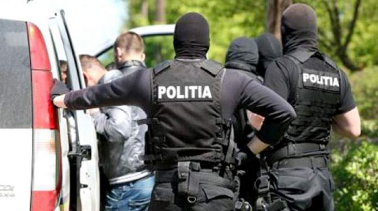 Persoane bănuite de furt, identificate de polițiști
