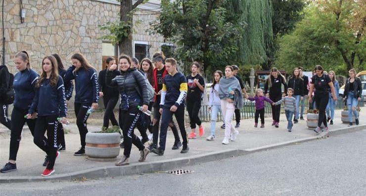 Cutezătorii munților duc evenimentul de mers sportiv în Carei și Negrești Oaș