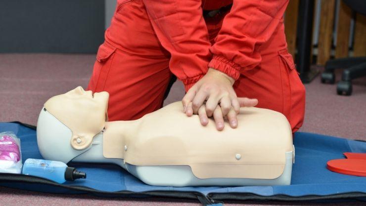 Ziua porților deschise la Ambulanța Satu Mare. Sătmărenii pot participa la cursuri de resuscitare