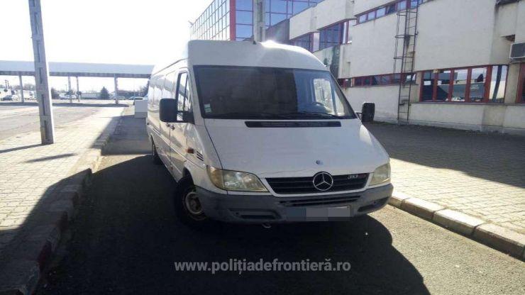 Microbuz căutat de autorităţile din Polonia, oprit la Petea