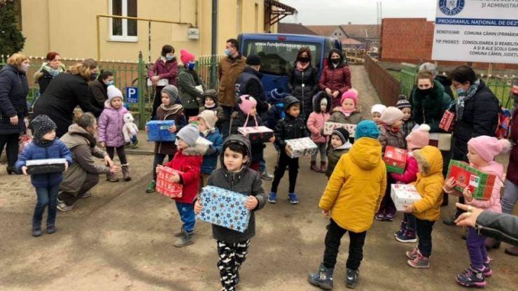 Fundația Maurer Alapitvány a început împărţirea cadourilor de Crăciun