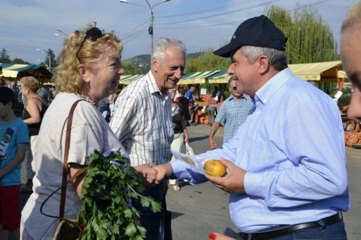 """Europarlamentarul Daniel Buda continuă campania """"Mănânci produse româneşti, mănânci sănătos!"""""""