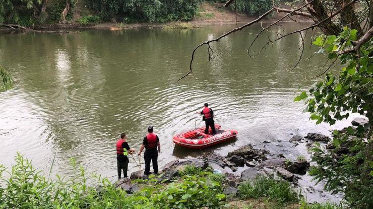 Trei scafandri de la ISU Bihor au început căutările copilului înecat în Someș