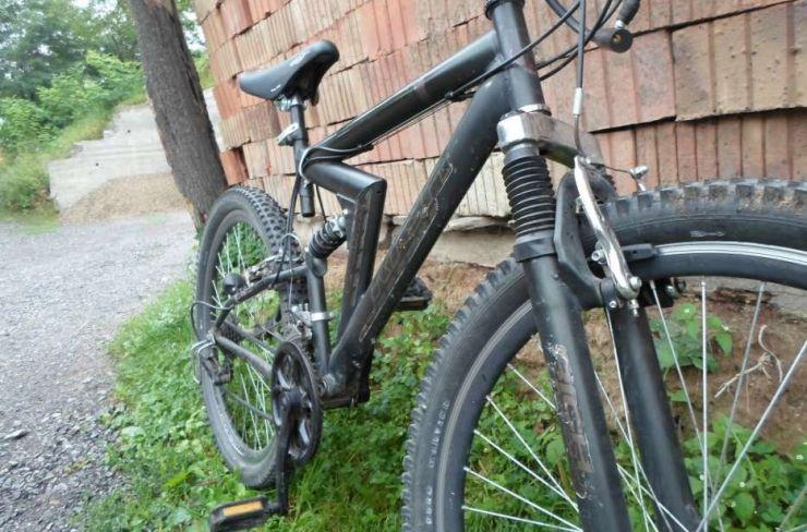 Un minor din Carei a furat o bicicletă din curtea unui local