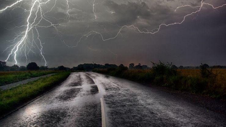 Cod galben de ploi torențiale, vijelii și descărcări electrice în județul Satu Mare