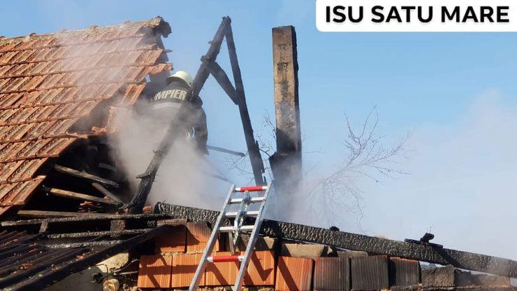 Incendiu în Micula Nouă. Anexa unei case a luat foc