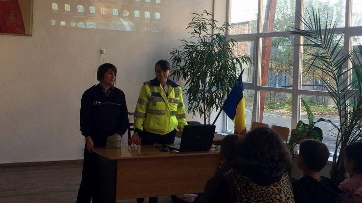 """Activități de educație rutieră la Centrul de zi """"Sfânta Tatiana"""""""