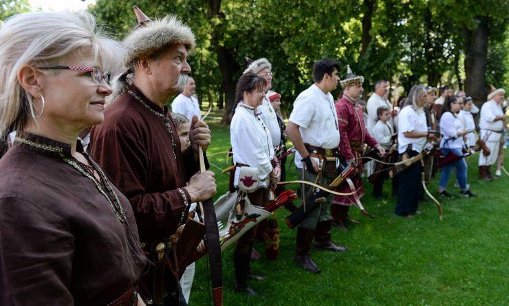 Peste 60 de arcași s-au întrecut la Concursul Internațional de Tir cu Arcul Tradițional din Carei