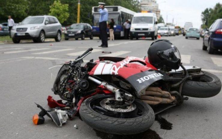 Accident grav | Impact violent între o motocicletă și o mașină