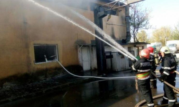 Incendiu la un atelier de tâmplărie de pe Drumul Careiului