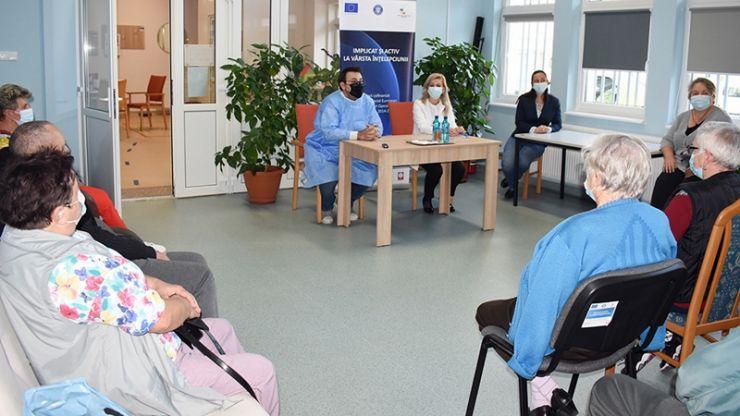 Zece beneficiari ai Centrului de zi pentru vârstnici au primit doza booster