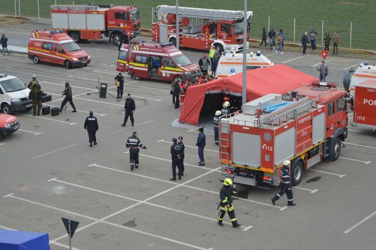 Explozie urmată de un incendiu la Dedeman. Zeci de persoane evacuate și numeroși răniți (Simulare)