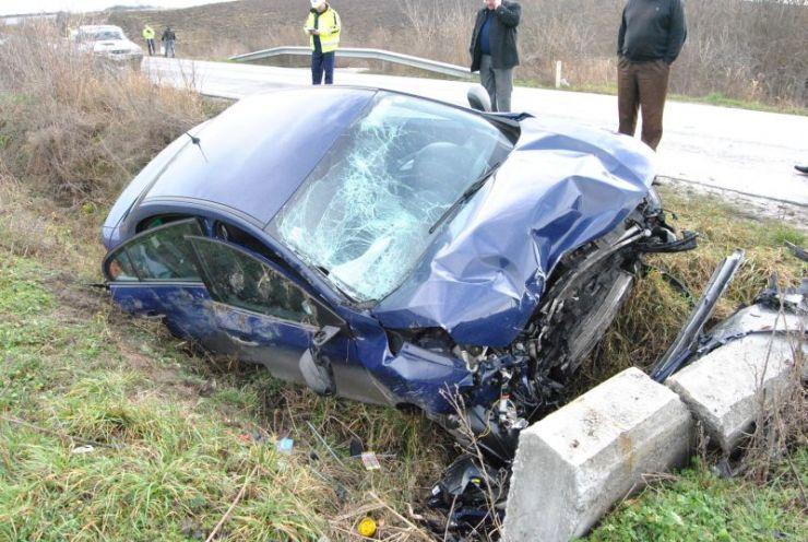 Un șofer beat a intrat cu mașina în șanț
