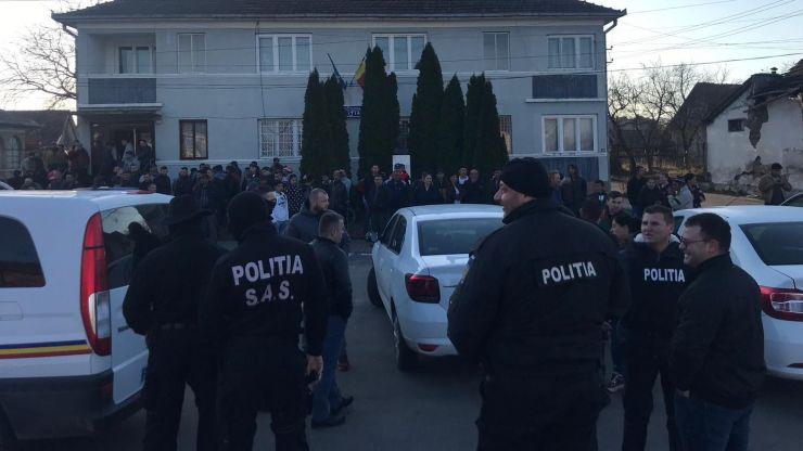 Peste 200 de persoane, legitimate, în cadrul unei razii desfășurate în Ardud