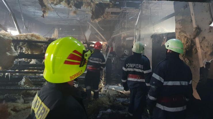 Incendiu la fabrica de mobilă din Dorolț