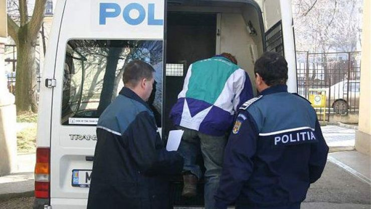 Individ condamnat la închisoare pentru tâlhărie calificată, capturat de polițiști