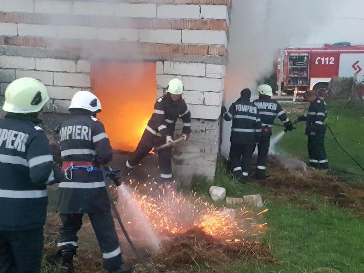 Incendiu la două case din Negreşti Oaş şi Turţ