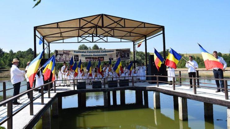 """Participare numeroasă la """"Festivalul Folclorului Codrenesc de la Oţeloaia"""""""
