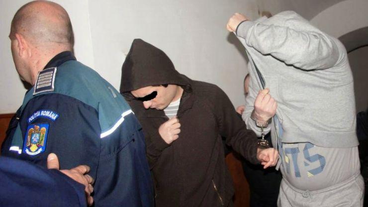 Razie în Lazuri. Doi tineri s-au ales cu dosar penal