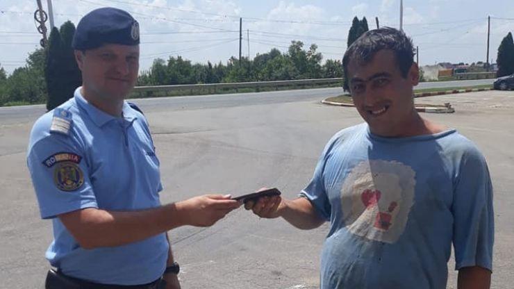 Telefon pierdut, găsit și returnat proprietarului de o patrulă de jandarmi