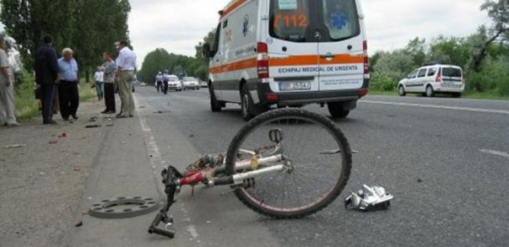 Biciclist accidentat mortal de un autocar din Bistrița
