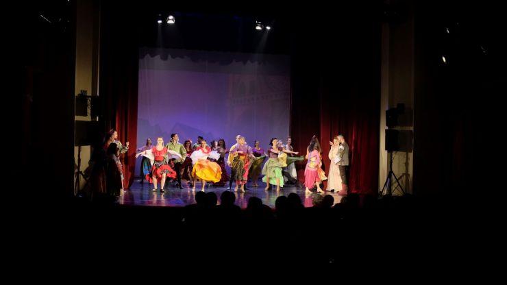Sute de careieni prezenți la spectacolul de balet oferit de Sebastian Vlad