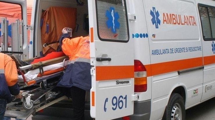 Accident pe podul Golescu. O femeie a ajuns la spital