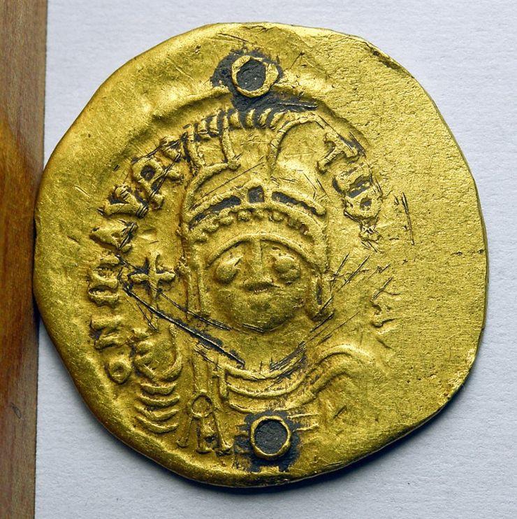 Monedă bizantină din anul 600, descoperită la Dindești