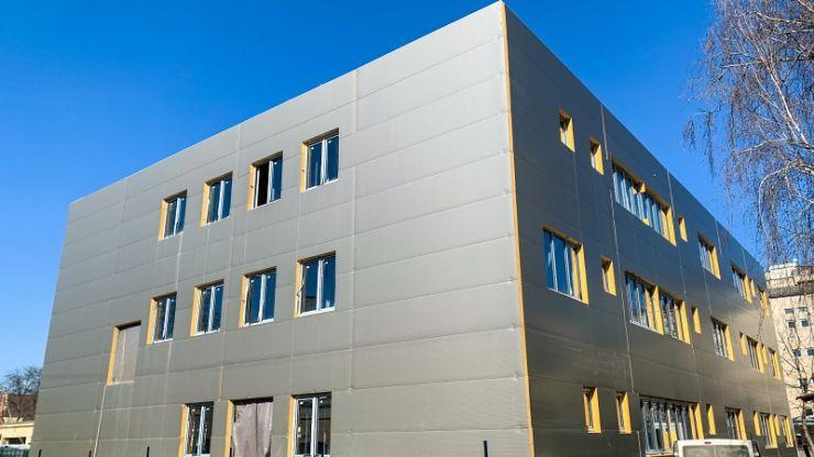 Lucrările la secția de Neurologie din curtea Spitalului Județean de Urgență evoluează în ritm alert