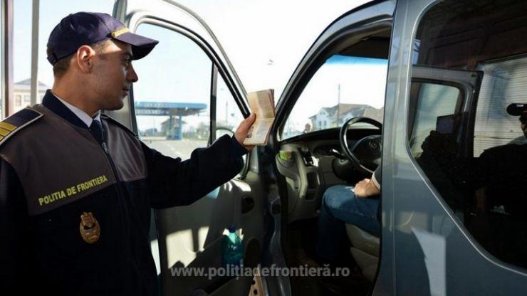 Autoutilitară furată din Spania, oprită la Petea