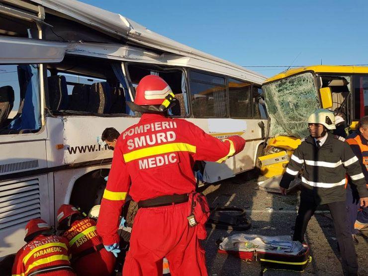 Trei dintre victimele accidentului produs în această dimineață, internate în spital