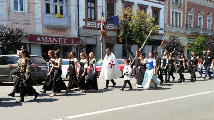 MedievArtFest | Zeci de cavaleri și domnițe vor defila mâine în municipiul Satu Mare