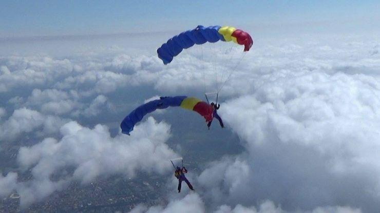 Aeroclubul Satu Mare a deschis azi cursurile pentru piloţi şi paraşutişti (foto)