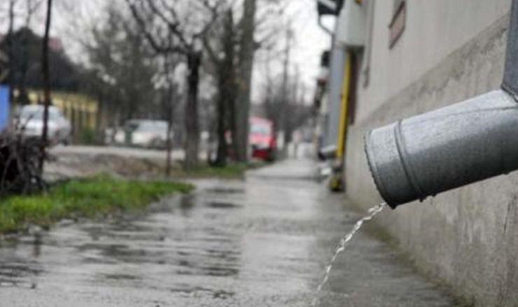 Încă o taxă care încinge spiritele! Cât vom plăti de acum pentru apa de ploaie! Este obligatoriu