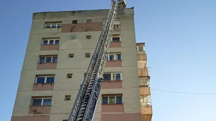 Intervenție la înălțime a pompierilor sătmăreni pe strada Ganea (foto)