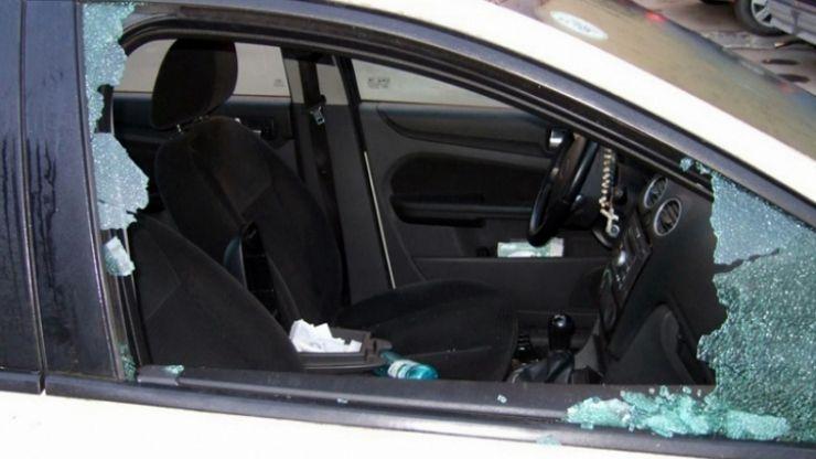 A spart mașina unei careience. Tânărul, de 20 de ani, s-a ales cu dosar penal