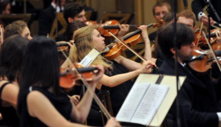 """Fragmente din lucrările lui Paganini și Bruckner, la Filarmonica """"Dinu Lipatti"""""""